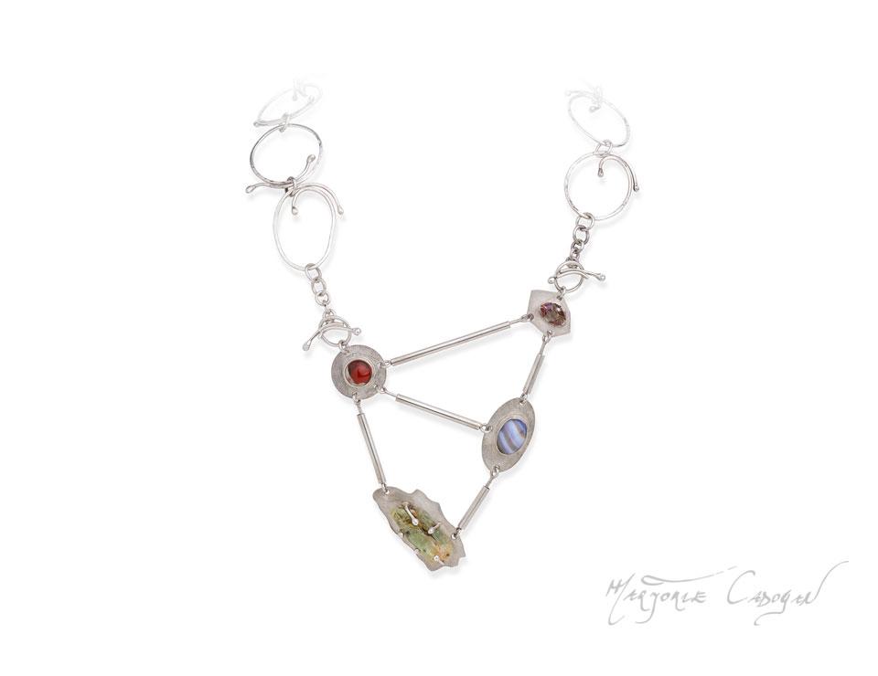 Marjorie-Cadogan-edelsmit-collier-caractervol